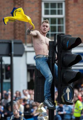 A Chelsea fan ontop of traffic lights during a parade to celebrate winning the Barclays Premier League, in London. PRESS ASSOCIATION Photo. Picture date: Monday May 25, 2015. See PA story SOCCER Chelsea. Photo credit should read: Daniel Hambury/PA Wire.