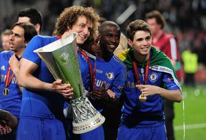 AMSTERDAM, NETHERLANDS - MAY 15:  (L-R) David Luiz, Ramires and Oscar of Chelsea pose with trophy during the UEFA Europa League Final between SL Benfica and Chelsea FC at Amsterdam Arena on May 15, 2013 in Amsterdam, Netherlands.  (Photo by Jamie McDonald/Getty Images)