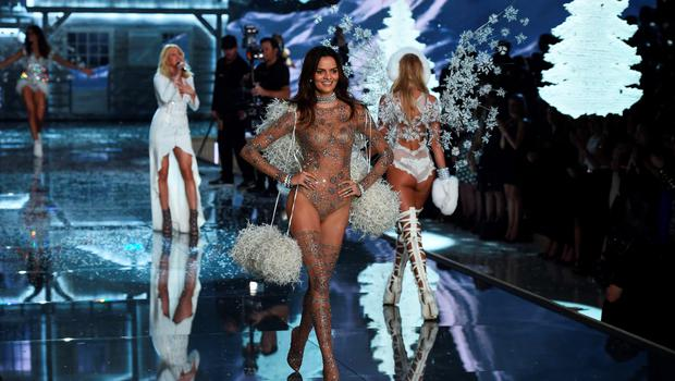 Model Barbara Fialho (C) from Brazil presents a creation during the 2015 Victoria's Secret Fashion Show in New York on November 10, 2015. AFP PHOTO/JEWEL SAMADJEWEL SAMAD/AFP/Getty Images