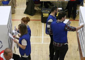 PACEMAKER BELFAST  06/05/2016 Northern Ireland Assembly elections Counting underway at the Banbrige count centre