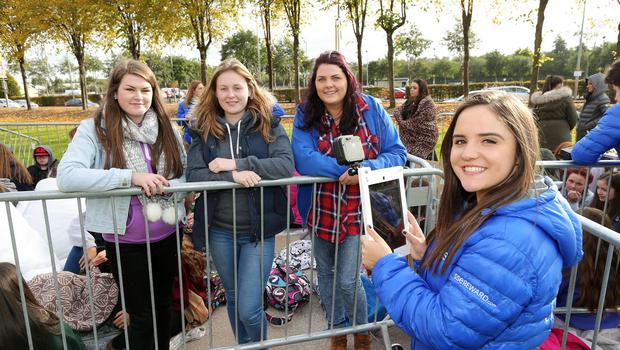 SSE Energisers along with 1D fans prepare to electrify the SSE Arena, Belfast this afternoon ahead of tonight's concert. Picture by Kelvin Boyes / Press Eye.