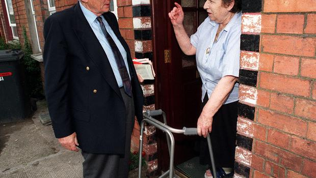 PACEMAKER BELFAST 23/06/98 SDLP deputy leader Seamus Mallon canvassing in Milford Co Armagh this afternoon in the run up to Thursday's Assembly elections in Ulster. PICTURE BY STEPHEN DAVISON/PACEMAKER