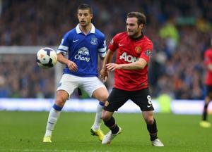 LIVERPOOL, ENGLAND - APRIL 20:  Juan Mata of Manchester United controls the ball under pressure from Kevin Mirallas of Everton during the Barclays Premier League match between Everton and Manchester United at Goodison Park on April 20, 2014 in Liverpool, England.  (Photo by Alex Livesey/Getty Images)