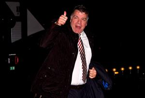 SUNDERLAND, ENGLAND - DECEMBER 30:  Sam Allardyce, manager of Sunderland gives a thumbs up to fans as he arrives for the Barclays Premier League match between Sunderland and Liverpool at Stadium of Light on December 30, 2015 in Sunderland, England.  (Photo by Stu Forster/Getty Images)