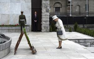 Queen Elizabeth II's Historic Visit To Ireland - Day One...DUBLIN, IRELAND - MAY 17:  Queen Elizabeth II lays a wreath at Dublin Memorial Garden on May 17, 2011 in Dublin, Ireland. The Duke and Queen's visit is the first by a monarch since 1911. An unprecedented security operation is taking place with much of the centre of Dublin turning into a car free zone. Republican dissident groups have made it clear they are intent on disrupting proceedings.  (Photo by Pool/Getty Images)...I