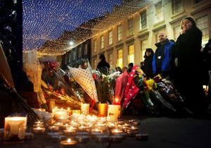 Candle and floral tributes left near the Gallery of Modern Art in Glasgow as the city centre is reopened after a bin lorry crashed into a group of pedestrians which left six people dead. PRESS ASSOCIATION Photo. Picture date: Tuesday December 23, 2014. Police are carrying out a detailed investigation into what caused a bin lorry to career along a crowded pavement, killing six people. A further eight people were injured when the lorry lost control in Glasgow city centre yesterday before crashing into the side of a hotel. See PA story POLICE Lorry. Photo credit should read: Danny Lawson/PA Wire