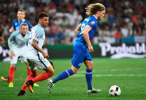 England's defender Kyle Walker (C) and Iceland's midfielder Birkir Bjarnason (R) vie for the ball during Euro 2016 round of 16 football match between England and Iceland at the Allianz Riviera stadium in Nice on June 27, 2016. / AFP PHOTO / ANNE-CHRISTINE POUJOULATANNE-CHRISTINE POUJOULAT/AFP/Getty Images