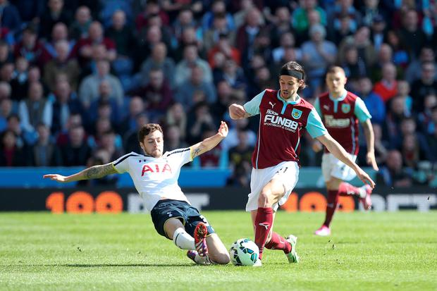 Burnley's George Boyd (right) and Tottenham Hotspur's Ryan Mason (left) battle for the ball during the Barclays Premier League match at Turf Moor, Burnley. Lynne Cameron/PA Wire.