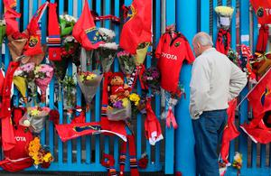 A Munster Rugby fan pays tribute to former Ireland and Munster star Anthony Foley outside Thomond Park in Limerick, after the 42-year-old head coach was found dead in the province's team hotel in Paris on Sunday, hours before the team were due to take to the pitch in the European Champions Cup. PRESS ASSOCIATION Photo. Picture date: Monday October 17, 2016. See PA story DEATH Foley. Photo credit should read: Niall Carson/PA Wire