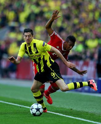 LONDON, ENGLAND - MAY 25:  Robert Lewandowski of Borussia Dortmund (L) in action with Jerome Boateng of Bayern Muenchen during the UEFA Champions League final match between Borussia Dortmund and FC Bayern Muenchen at Wembley Stadium on May 25, 2013 in London, United Kingdom.  (Photo by Alex Livesey/Getty Images)