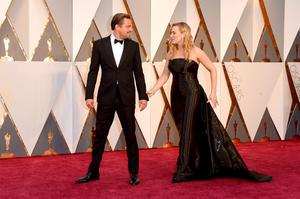 HOLLYWOOD, CA - FEBRUARY 28: Actors Leonardo DiCaprio (L) and Kate Winslet attend the 88th Annual Academy Awards at Hollywood & Highland Center on February 28, 2016 in Hollywood, California.  (Photo by Jason Merritt/Getty Images)