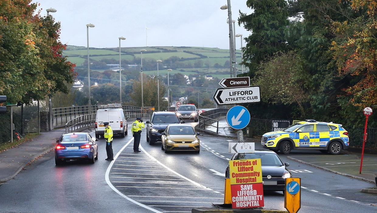 Irish border closure 'won't reduce Covid cases'... ban on non-essential travel would be more effective says DUP's Wells
