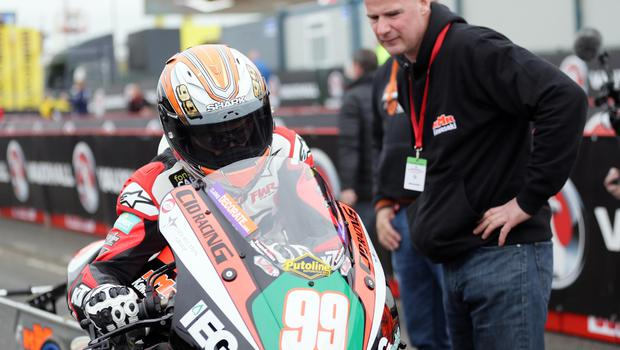PACEMAKER, BELFAST, 15/5/2018: Jeremy McWilliams (KMR Kawasaki) is watched over by team boss Ryan Farquhar on the grid during the first practice session of the 2018 Vauxhall International North West 200. PICTURE BY STEPHEN DAVISON