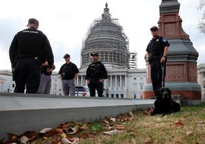 WASHINGTON, DC - NOVEMBER 17: Members of the US Capitol Police Bomb Squad patrol the grounds of the US Capitol, November 17, 2015 in Washington, DC. The Islamic State recently released a video this morning threatening additional attacks in the nation's capital following Friday's attacks in Paris, though over the weekend an F.B.I. spokesman issued a release saying, At this time, there is no specific or credible threat to the United States.  (Photo by Mark Wilson/Getty Images)