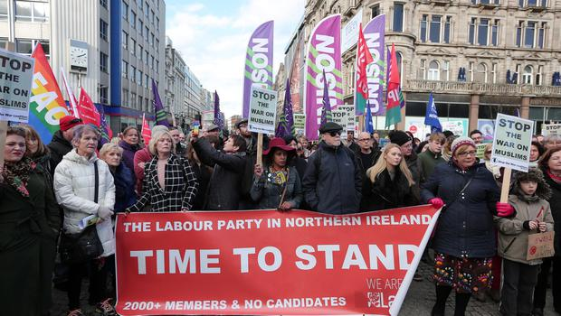 General views of the protest organised in support of the rights of refugees and religious liberty, and against US President Donald Trump's Executive Order at Belfast City Hall, Northern Ireland. The protest was called by Stop the War Coalition Belfast and backed by Trade Union Movement. Photo by Kelvin Boyes / Press Eye.
