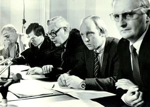 Democratic Unionist Party (DUP), REV. IAN PAISLEY SPEAKING AT A PRESS CONFERENCE AT STORMONT. INCLUDED (FROM LEFT) REV. IVAN FOSTER, PETER ROBINSON, JIN ALLISTER AND REV WILLIAM BEATTIE. 20/9/1984.
