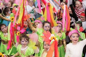 Children from Greater Shantallow Community Arts brighten up the day during Derry City and Strabane District Council's the annual Spring Carnival on St. Patrick's Day in Derry-Londonderry. Picture Martin McKeown. Inpresspics.com. 17.03.17