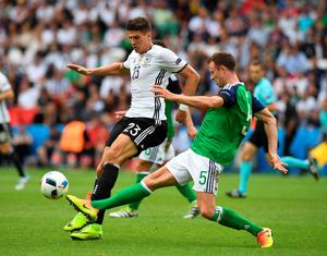 PARIS, FRANCE - JUNE 21: Jonny Evans (R) of Northern Ireland and Mario Gomez (L) of Germany during the UEFA EURO 2016 Group C match between Northern Ireland and Germany at Parc des Princes on June 21, 2016 in Paris, France. (Photo by Charles McQuillan/Getty Images)