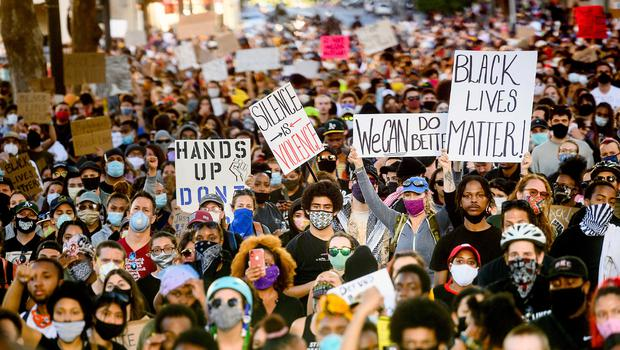 Several thousand demonstrators gather in Oakland, California, on Monday, June 1, 2020, to protest the death of George Floyd, who died after being restrained by Minneapolis police officers on May 25. (AP Photo/Noah Berger)