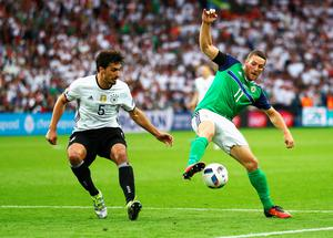 PARIS, FRANCE - JUNE 21:  Conor Washington of Northern Ireland controls the ball under pressure of Mats Hummels during the UEFA EURO 2016 Group C match between Northern Ireland and Germany at Parc des Princes on June 21, 2016 in Paris, France.  (Photo by Clive Mason/Getty Images)
