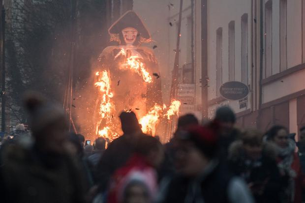 The effigy of Lundy is burnt as members of the Apprentice Boy's of Derry made their way through the city centre on Saturday afternoon as they mark the beginning of the Siege of Derry in 1688. Picture Martin McKeown.