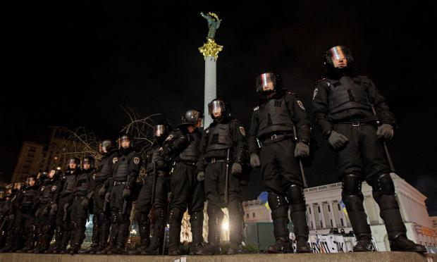 Ukrainian riot police officers  seal off the Independence Square in downtown Kiev, Ukraine, on Saturday, Nov. 30, 2013.  Police broke up a large anti-government demonstration in the Ukrainian capital center before dawn, swinging truncheons and injuring many. The riot police used tear gas when they dispersed the crowd of about 400 protesters who were demanding the resignation of President Viktor Yanukovych, demonstrators said.(AP Photo/Sergei Chuzavkov)