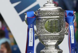 Should Linfield be awarded the Gibson Cup if the league season ends early?