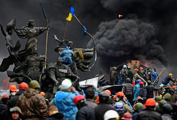 *** BESTPIX *** KIEV, UKRAINE - FEBRUARY 20:  Anti-government protesters continue to clash with police in Independence square, despite a truce agreed between the Ukrainian president and opposition leaders on February 20, 2014 in Kiev, Ukraine. After several weeks of calm, violence has again flared between police and anti-government protesters, who are calling for the ouster of President Viktor Yanukovych over corruption and an abandoned trade agreement with the European Union.  (Photo by Jeff J Mitchell/Getty Images)