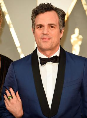 Actor Mark Ruffalo arrives on the red carpet for the 88th Oscars on February 28, 2016 in Hollywood, California. AFP PHOTO / VALERIE MACONVALERIE MACON/AFP/Getty Images