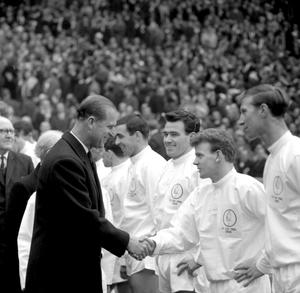 Charlton (right) and his Leeds team-mates were beaten by Liverpool in the 1965 FA Cup final (PA)
