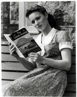 Maureen O'Hara reading one of his books on Quiet Man set