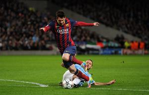 Manchester City's Martin Demichelis brings down Barcelona's Lionel Messi to concede a penalty and receives a red card during the UEFA Champions League, Round of 16 match at the Etihad Stadium, Manchester. PRESS ASSOCIATION Photo. Picture date: Tuesday February 18, 2014. See PA story SOCCER Man City. Photo credit should read: Martin Rickett/PA Wire