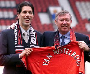 File photo dated 27/04/2001 of Manchester United's record signing Ruud Van Nistelrooy with United manager Sir Alex Ferguson at Old Trafford, Manchester. The player joins United from Dutch team Eindhoven. PRESS ASSOCITAION Photo. Issue date: Wednesday May 8, 2013. Sir Alex Ferguson will retire at the end of this season, Manchester United have announced. See PA Story SOCCER Man Utd. Photo credit should read: Phil Noble/PA Wire.