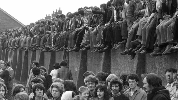 Mourners line a wall at the funeral in Derry of hunger-striker Patsy O'Hara