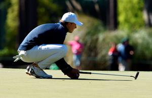 US golfer Jordan Spieth lines up a putt on the 3rd hole during Round 1 of the 80th Masters Golf Tournament at the Augusta National Golf Club on April 7, 2016, in Augusta, Georgia.   / AFP PHOTO / DON EMMERTDON EMMERT/AFP/Getty Images
