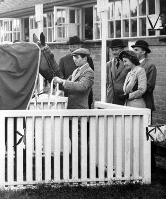 Princess Elizabeth inspecting Monaveen after the win at Fontwell Park in 1949 (PA)