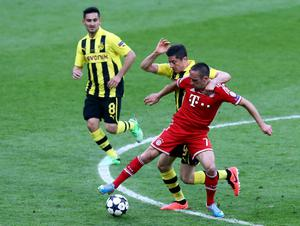 LONDON, ENGLAND - MAY 25:  (L-R) Ilkay Gundogan of Borussia Dortmund, team-mate Robert Lewandowski and Franck Ribery of Bayern Muenchen during the UEFA Champions League final match between Borussia Dortmund and FC Bayern Muenchen at Wembley Stadium on May 25, 2013 in London, United Kingdom.  (Photo by Martin Rose/Getty Images)