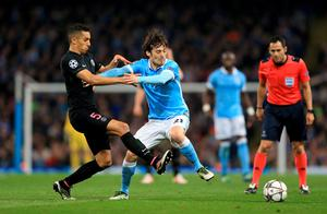 Manchester City's David Silva (right) and Paris Saint-Germain's Marquinhos battle for the ball during the UEFA Champions League Quarter Final, Second Leg match at the Etihad Stadium, Manchester.  Nigel French/PA Wire