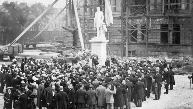 Belfast City Hall.  Donegall Square. Under construction in 1903. The Earl of Glasgow unveiling the statue of Sir Edward J Harland in the grounds of the new City Hall. BELFAST TELEGRAPH ARCHIVE