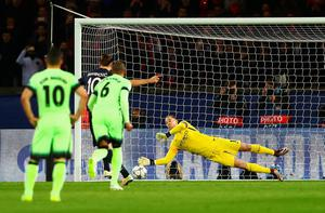 PARIS, FRANCE - APRIL 06: Joe Hart of Manchester City saves the penalty by Zlatan Ibrahimovic of Paris Saint-Germain during the UEFA Champions League Quarter Final First Leg match between Paris Saint-Germain and Manchester City at Parc des Princes on April 6, 2016 in Paris, France.  (Photo by Clive Rose/Getty Images)