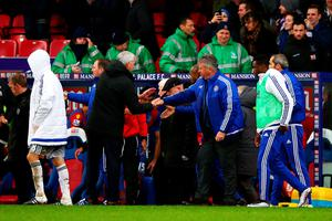 LONDON, ENGLAND - JANUARY 03:  Alan Pardew, manager of Crystal Palace shakes hands with Guus Hiddink, manager of Chelsea at the end of the Barclays Premier League match between Crystal Palace and Chelsea at Selhurst Park on January 3, 2016 in London, England.  (Photo by Ian Walton/Getty Images)