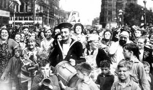 WORLD WAR II: V.E. DAY CELEBRATIONS BELFAST 1945.