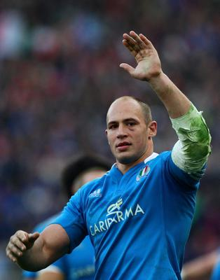 ROME, ITALY - MARCH 16:  Sergio Parisse of Italy celebrates his team's victory at the end of the RBS Six Nations match between Italy and Ireland at Stadio Olimpico on March 16, 2013 in Rome, Italy.  (Photo by Paolo Bruno/Getty Images)