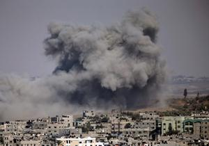 Smoke rises after an Israeli strike hit Gaza City, northern Gaza Strip, Thursday, July 31, 2014.  Israel said Thursday it has called up another 16,000 reservists (AP Photo/Lefteris Pitarakis)
