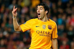 Barcelona's Uruguayan forward Luis Suarez reacts after missing a goal opportunity during the UEFA Champions League quarter finals first leg football match FC Barcelona vs Atletico de Madrid at the Camp Nou stadium in Barcelona on April 5, 2016. / AFP PHOTO / PAU BARRENAPAU BARRENA/AFP/Getty Images