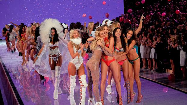 Models and angels walk on the runway during the 2015 Victoria's Secret Fashion Show in New York on November 10, 2015. AFP PHOTO/JEWEL SAMADJEWEL SAMAD/AFP/Getty Images