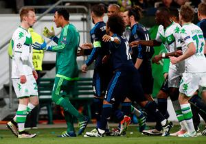 Real Madrid's Costa Rican goalkeeper Keylor Navas (2nd L) confronts Wolfsburg's midfielder Maximilian Arnold (L) as players argue during the UEFA Champions League quarter-final, first-leg football match between VfL Wolfsburg and Real Madrid on April 6, 2016 in Wolfsburg, northern Germany.  / AFP PHOTO / ODD ANDERSENODD ANDERSEN/AFP/Getty Images