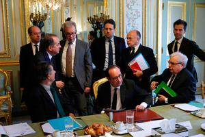 French President Francois Hollande (C), French President's Chief of Staff, Jean-Pierre Jouyet (L), French Interior Minister Matthias Fekl (Rear C), French Prime Minister Bernard Cazeneuve (C-R), head of Hollande's communication service Gaspard Gantzer (R) and French Justice Minister, Jean-Jacques Urvoas (Rear L) attend a meeting of the Defense Council on April 21, 2017 at the Elysee Palace in Paris, after a gunman opened fire on police on the Champs Elysees a day before.