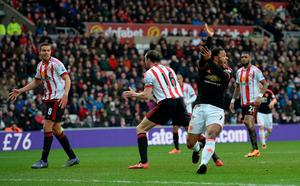 Manchester United's Dutch midfielder Memphis Depay (2R) claims for handball after he struck a shot towards goal during the English Premier League football match between Sunderland and Manchester United at the Stadium of Light in Sunderland, northeast England on February 13, 2016.  Sunderland won the match 2-1. / AFP / OLI SCARFF /
