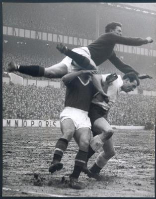 <b>37 Harry's game.. the last one (v Scotland 12/10/1963) Harry Gregg will forever be regarded as one of the greatest players Northern Ireland has ever had. He was an inspirational goalkeeper for the great Peter Doherty's outstanding side that reached the World Cup finals in 1958 and was seen as a true Windsor Park hero. It was fitting then that his last international appearance at the ground ended in a victory. Taking on Scotland in the British Championship, Gregg, winning his 24th cap out of 25, made vital saves as Northern Ireland won 2-1.